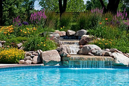 BIO Pool mit Gartenanlage