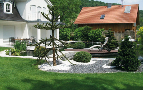 Gartenteich mit Gartenanlage